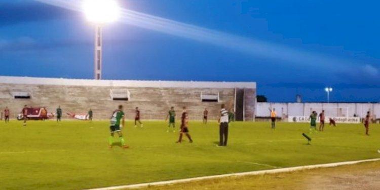 Campinense sofre, mas consegue primeira vitória no Paraibano