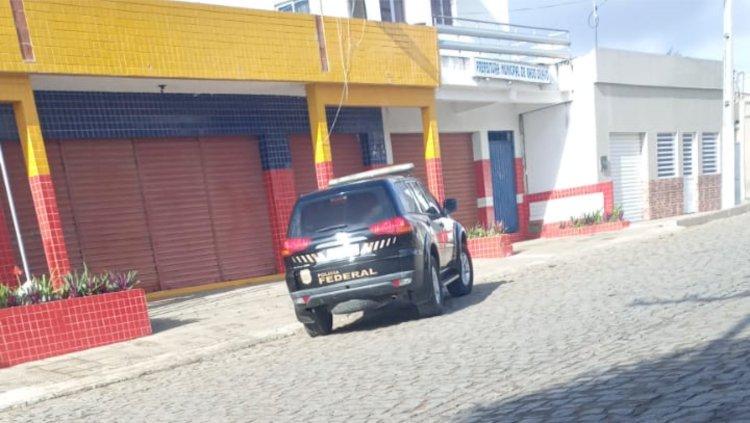 PF realiza operação e cumpre mandados de busca e apreensão em agência de publicidade de Campina Grande e prefeitura de Gado Bravo