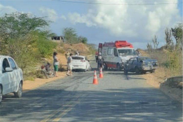 Acidente próximo do Relva entre dois veículos deixa pessoas  feridos