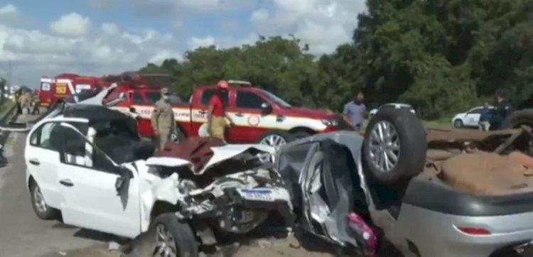 Grave acidente na BR-230 deixa um morto e cinco feridos na Paraíba